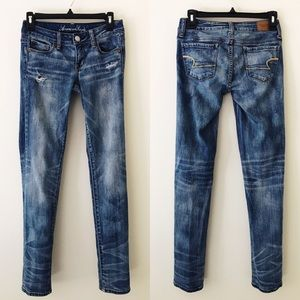 AMERICAN EAGLE Medium Wash Distressed Skinny Jeans